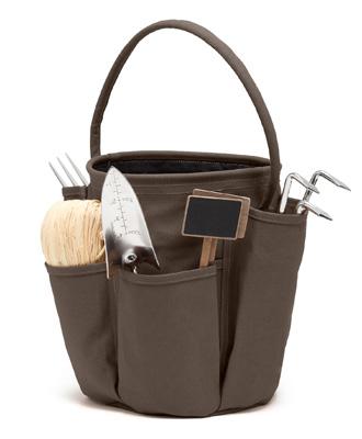 sac outils de jardinage et jardin chocolat